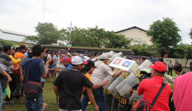 Polres Lumajang Simulasikan Pengamanan Pilkada Rusuh