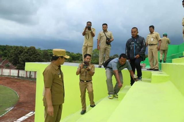 Cak Thoriq Kecewa Hasil Pembangunan Tribun Timur Stadion Semeru Lumajang