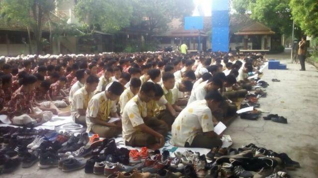 Siswa SMAGA Istighosah Akbar, Berdo'a UNBK Lencar dan Sukses