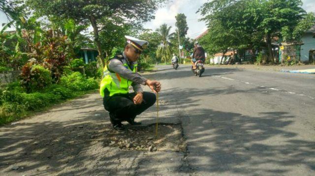 Jalan Berlubang Sumbang 30 Persen Angka Kecelakaan di Lumajang