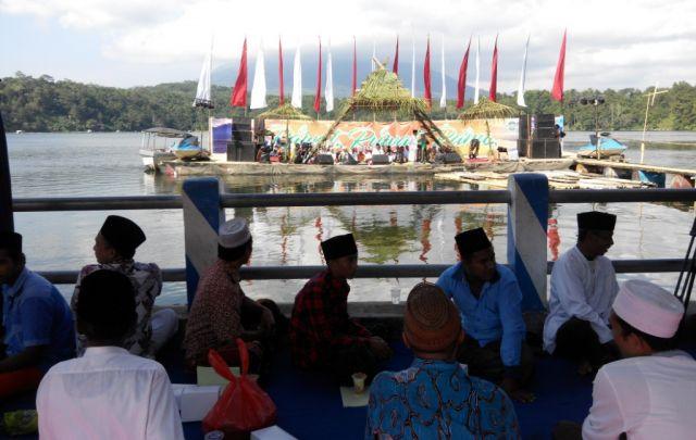 Spektakuler, Bupati As'at Malik Buka Rawat Ruwat Ranu Klakah
