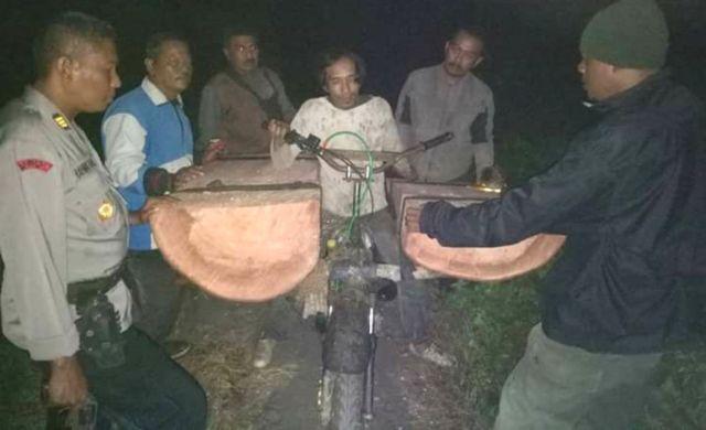 Polhut Ringkus Maling Kayu di RPH Tempursari Warga Gondoruso