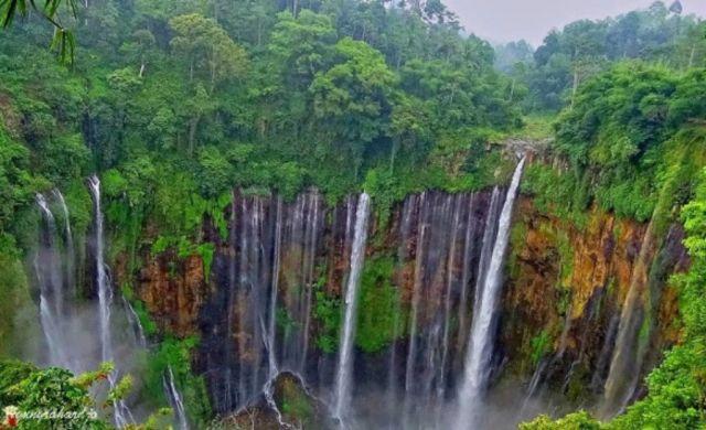 Libur Lebaran, Air Terjun Tumpak Sewu Semeru Diserbu Ratusan Pengunjung