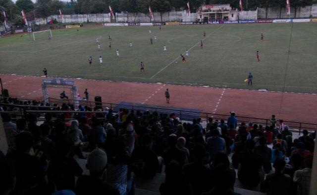 Bravo..!! Semeru FC Tekuk PS Sumbawa Barat Didepan Ribuan Penonton