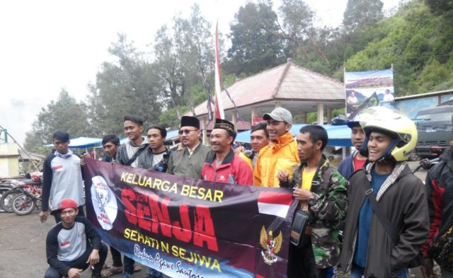 H. M. Nur Purnamasidi Anggota DPR RI Bertemu Warga Ranu Pane di Kaki Semeru