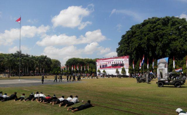 Drama Kolosal Perjuangan Warga Lumajang Pukau Peserta Upacara HUT RI ke-72