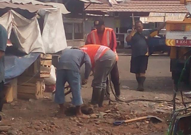 Respon Cepat, Jalan Lingkar Belakang Pasar Pasirian Diperbaiki