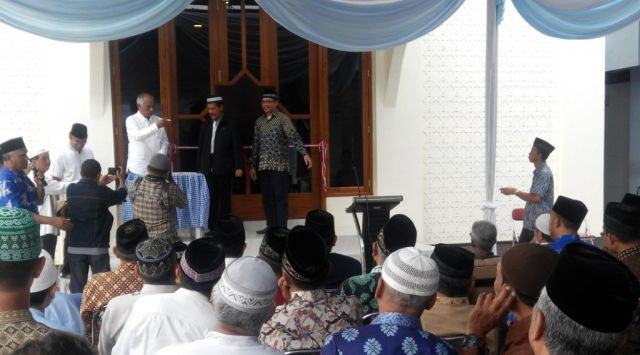 Resmikan Kantor Yayasan, Teringat Pesan Pendiri Al-Huda H. Thoriq Teteskan Air Mata