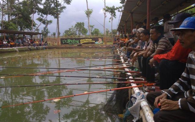 Hobi Mancing, Layak Coba Kolam BMW Fishing Pond Hadiahnya Jutaan Rupiah