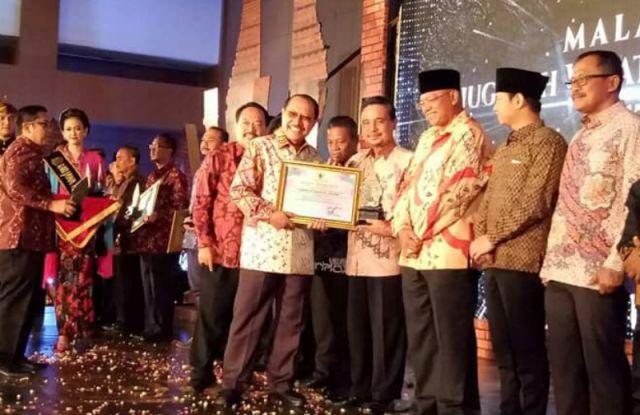 Bersama 5 Kabupaten Lain, Lumajang Terima Anugerah Pariwisata Jawa Timur 2017