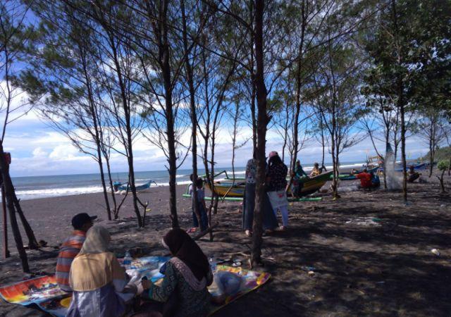 Tahun Baru, Pantai Watu Pecak Bisa Jadi Pilihan Berlibur Bersama Keluarga