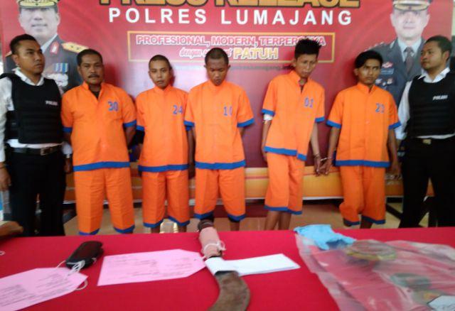 Polres Lumajang Rilis 5 Kawanan Begal Sadis yang Bacok Korbannya Saat Beraksi