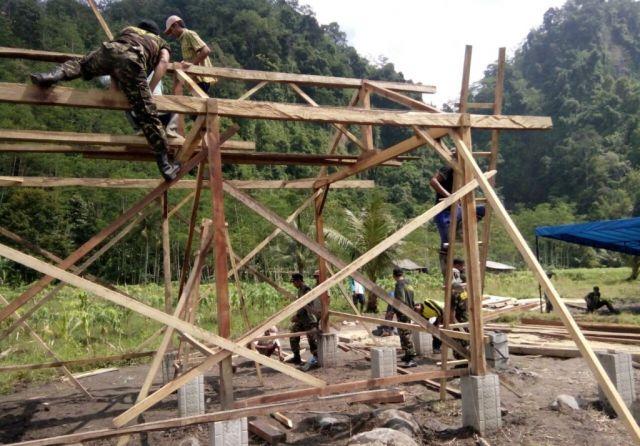 Banser dan Relawan Bangun Sekolah Laskar Pelangi Di Dusun Terpencil Tempursari