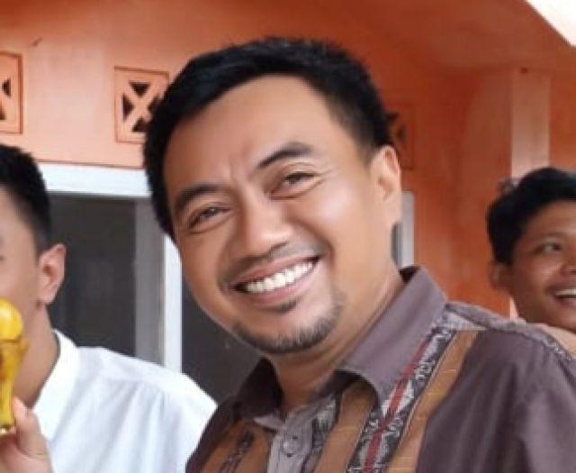 Ridhol Mujib memilih Banyak Senyum Saat Bekerja