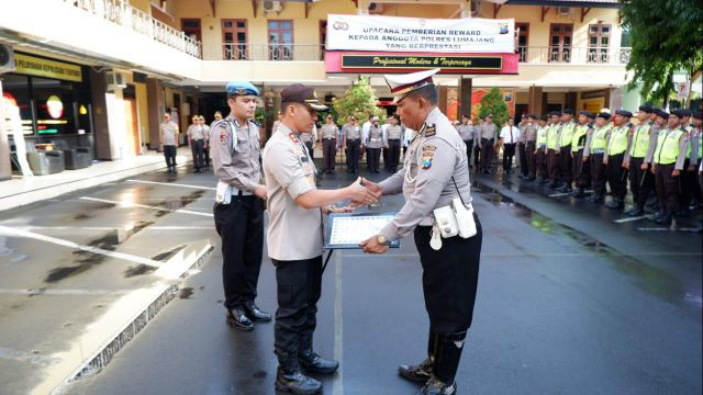Ipda Maryanto Polisi Legend Lumajang Mendapat Penghargaan