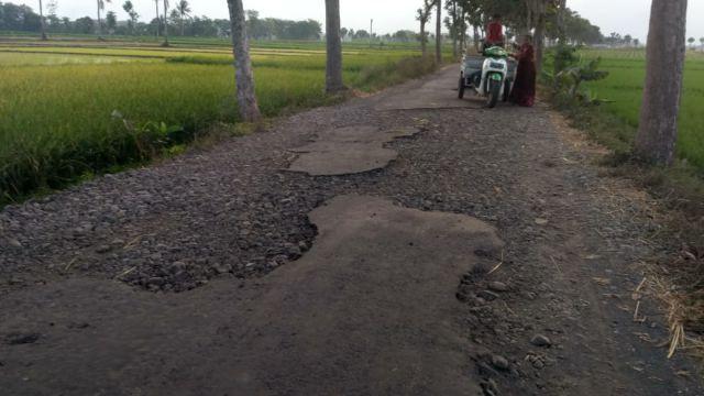 Duh..! Jalan Pertanian Dusun Galingan - Boreng Rusak Parah
