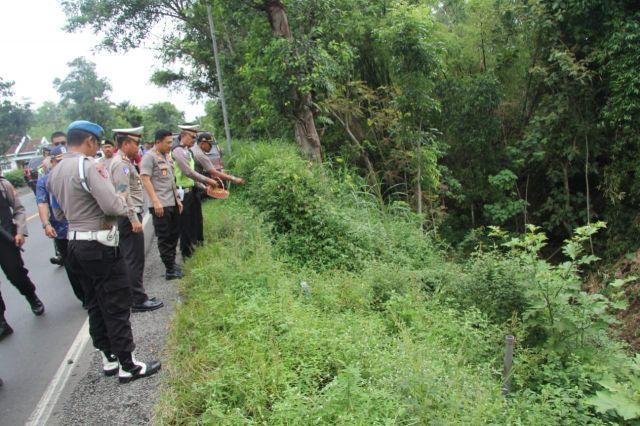 Kapolres Lumajang Do'a Bersama Jum'at Legi di Jalur Maut Ranuyoso