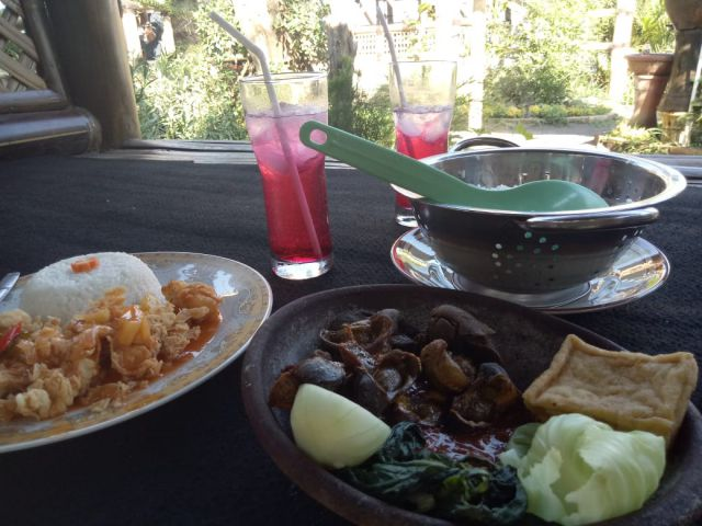 Kriyuk, Cafe Mahameru Olah Kangkung  Menjadi Crispy