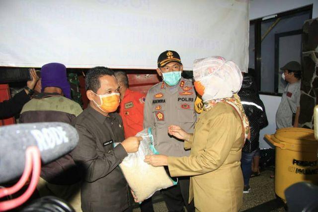 Kapolres Lumajang Monitor dan Kawal Aksi Ngeramut Tonggo