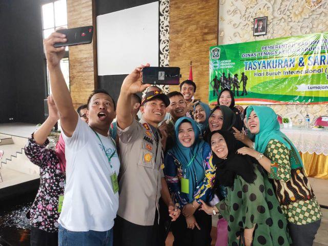 Kapolres Lumajang Jadi Buruan Selfie di  Peringatan Hari Buruh