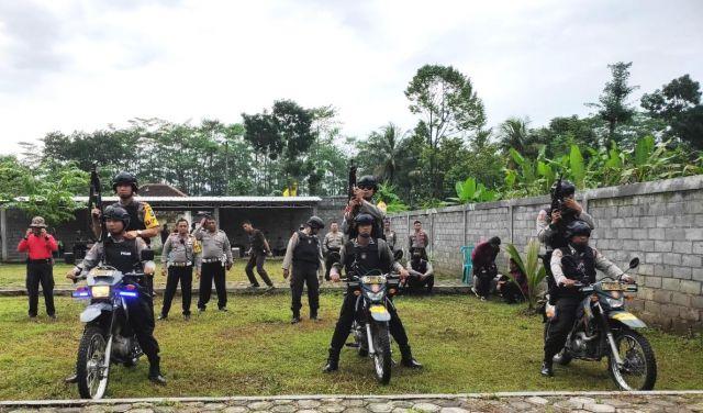 Tim Cobra dan Pemburu Begal Dilatih Menembak Oleh Kapolres Lumajang