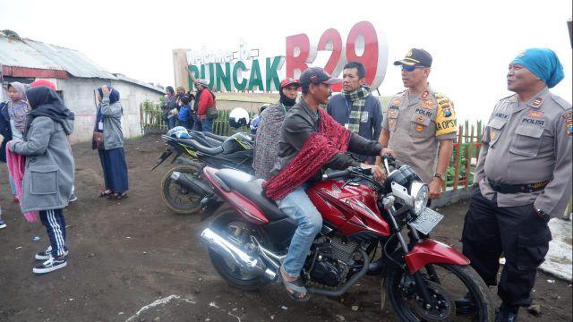 Kapolres Lumajang Patroli Keamanan Bagi Pengunjung Ke Puncak B29