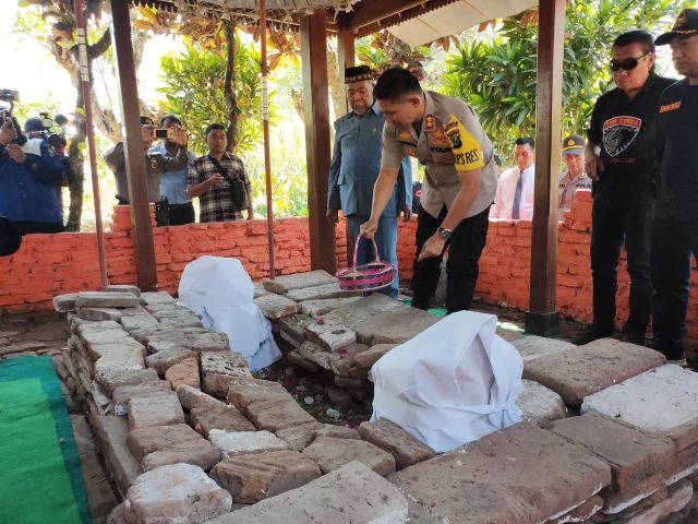 Arsal Sahban Nyekar ke Makam Arsitek Politik Nusantara dan Penyebar Islam