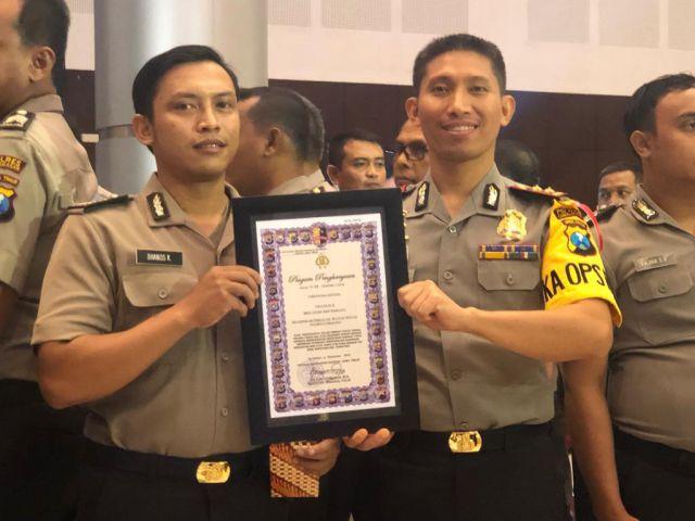 Bhabinkamtibmas Wates Wetan Diberi Penghargaan Kapolda Jawa Timur
