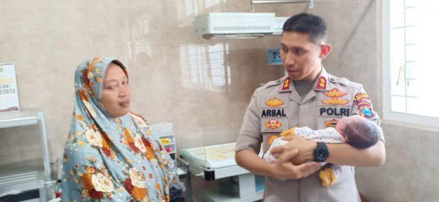 Lumajang  Digegerkan Penemuan Bayi Dibuang di Tumpeng