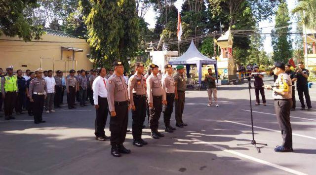 Kapolres Lumajang Beri Reward Anggota TNI dan Warga Ungkap Pabrik Miras