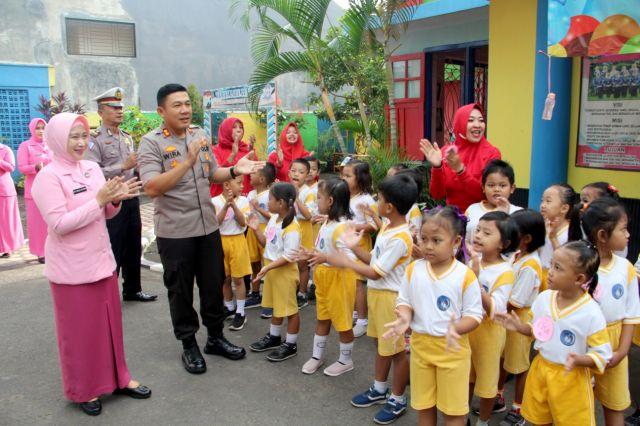 Kapolres beserta Istri Kunjungi HUT ke 40 di TK Kemala Bhayangkari