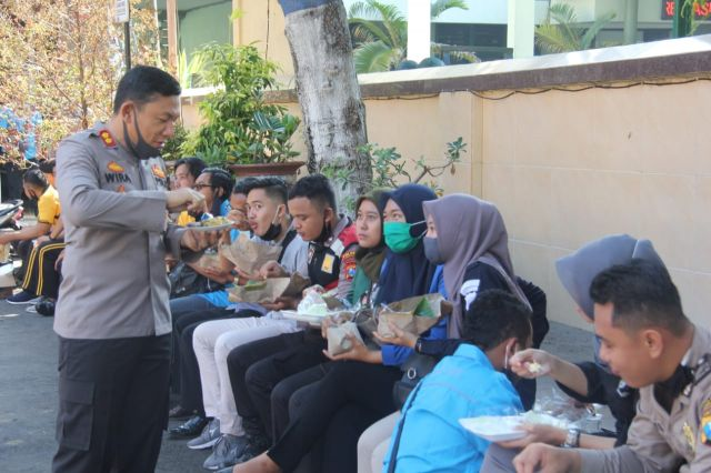 Kapolres Lumajang Sambut Ramadhan Ajak Anggota Makan Bersama