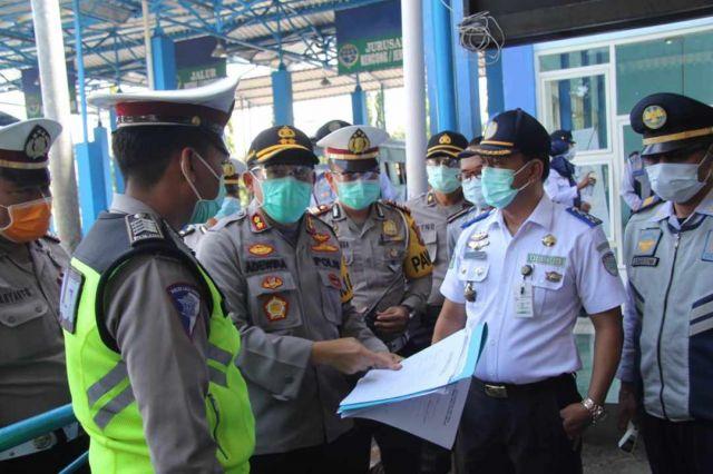 Kapolres Lumajang Cek Kesiapan Terminal Minak Koncar Pantau Covid-19