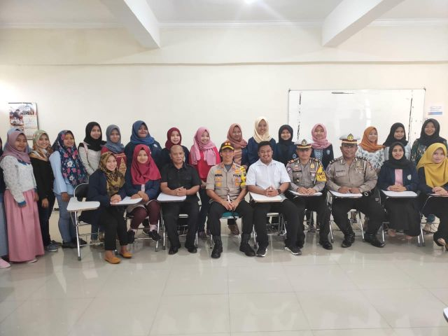 Dr. Arsal Sahban Berikan Kuliah ke BEM STIE Widya Gama Pasca Pemilu