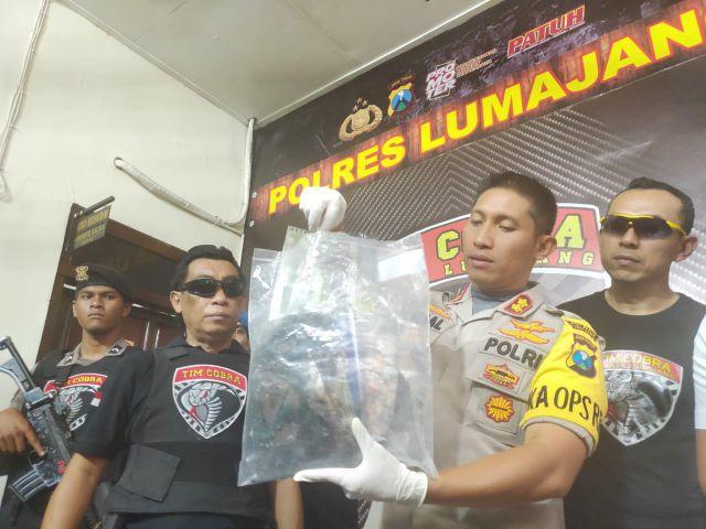 Kapolres Lumajang Tunjukkan BB Bos Amoeba Qnet Kediri Nyaris Dimusnahkan