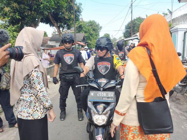 Kapolres Lumajang Antar Sendiri Motor Bidan Yang Ditemukan di Rumah Perampok