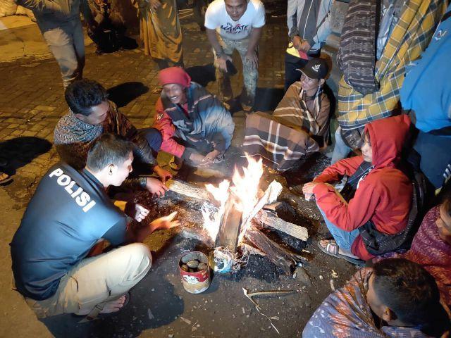 Kapolres Arsal Sapa dan Kunjungi Satgas Keamanan Desa Argosari - Senduro