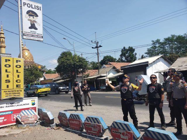 Polisi Bersenjata Disiagakan di POS Ranuyoso Antisipasi Begal Beraksi Kembali
