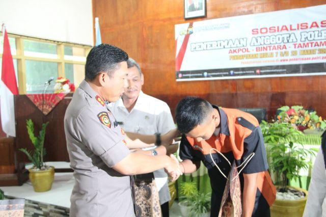 AKBP Adewira Sosialisasi Penerimaan Polri ke SMKN 1 Lumajang