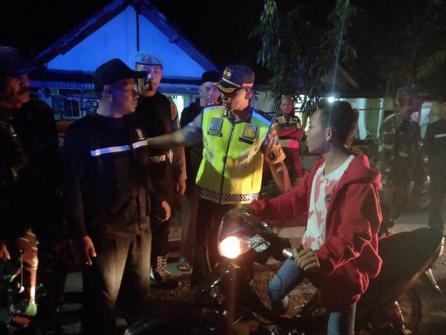 Kapolres Lumajang Ajak Satgas Keamanan Desa Condro Siskamling