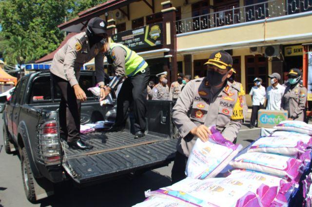 Polres Lumajang Gelar Bhakti Sosial Bantu warga Terdampak Covid-19