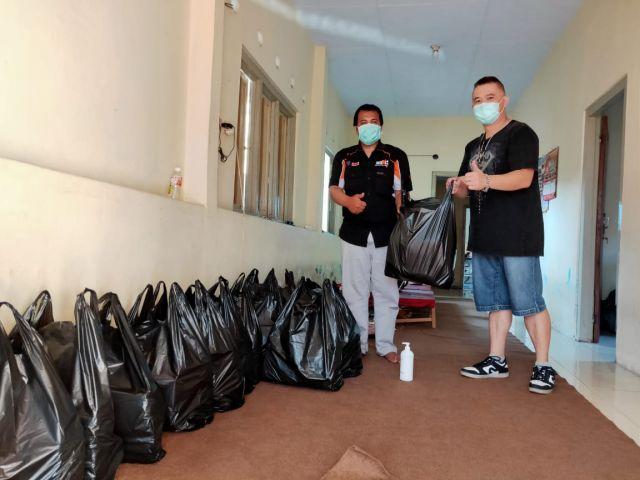 Toko Grosir KWT Berikan Bantuan Sembako ke FKWL Lumajang