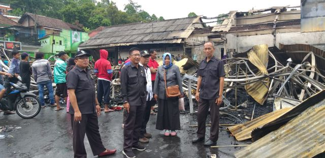 Komisi C DPRD Lumajang Langsung Sidak Pasar Pronojiwo Terbakar
