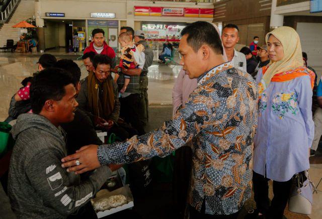 Cak Thoriq Karo Bunda Indah Jemput Wong Majang Korban Kerusuhan Wamena