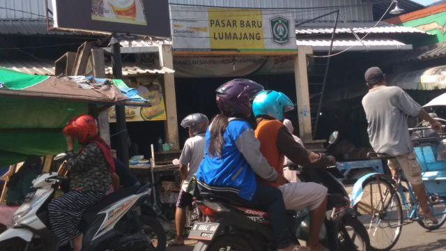 Duh..! Lalin Seputaran Pasar Baru Lumajang Kerap Macet dan Semrawut