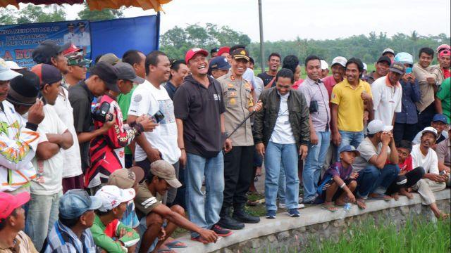 Kapolres Bersama Bupati dan Ketua DPRD Hadiri Lomba Burung Merpati