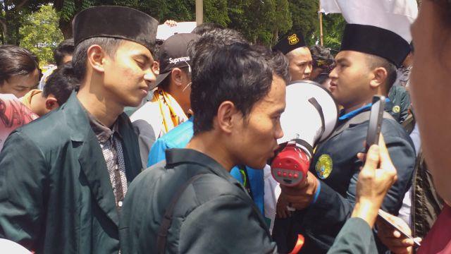Bupati Lumajang Jawab Tuntutan Mahasiswa IAI Syarifuddin Pakai Video Call