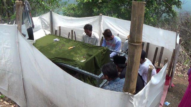 Geger..! Dua Makam Keramat di Penawungan Ranuyoso Diziarahi Ribuan Orang