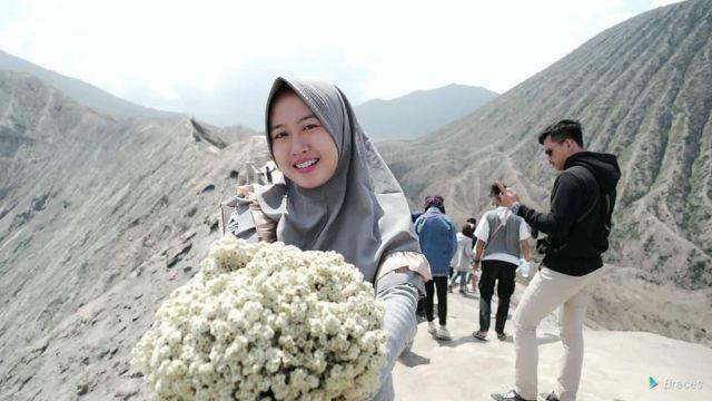 Nurul :Guru Cantik Hobi Traveling Bikin Awet Muda