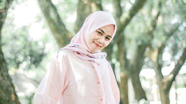 Suara Merdu Nastaya Mahasiswi IAIS Mengkover Dalan Liyane Bikin Klepek